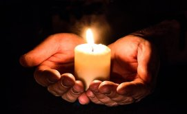 hands&candle
